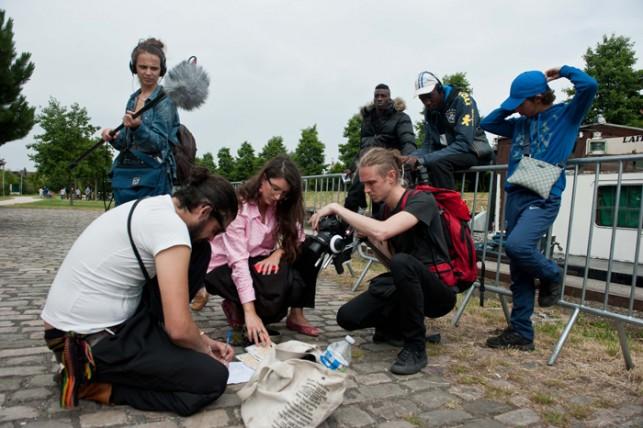 Repérage par l'équipe de MU du premier parcours sonore à Aulnay-sous-Bois, au début juillet. © Jean-Philippe Corre